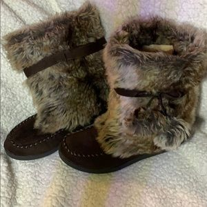 Brown moccasin with fur